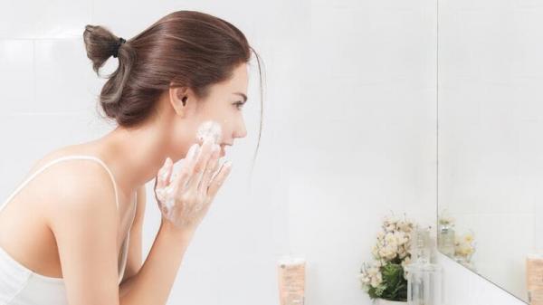 ما فوائد غسل الوجه بالمياه الغازية