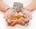مختصون يؤكدون ضرورة دعم الغارمات عن طريق ضمانات القروض