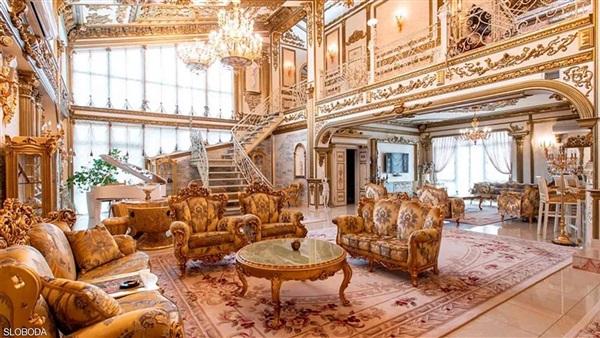 مطلي بالذهب.. عرض قصر للبيع بروسيا مقابل 3 ملايين دولار