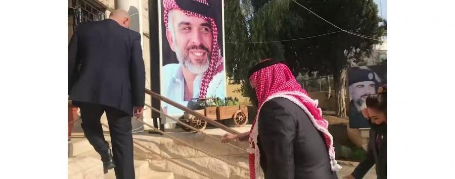 الملك عبدالله الثاني على عهده للحسين، بين أبنائه وبناته في مؤسسة الحسين الاجتماعية لرعاية الأيتام فيديو