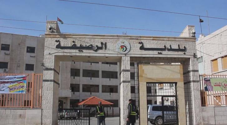 بلدية الرصيفة تغلق شارعين بمحاذاة السيل احترازيا
