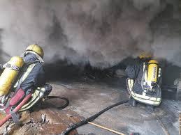 الدفاع المدني يخمد حريق مستودع للاسفنج في محافظة العاصمة