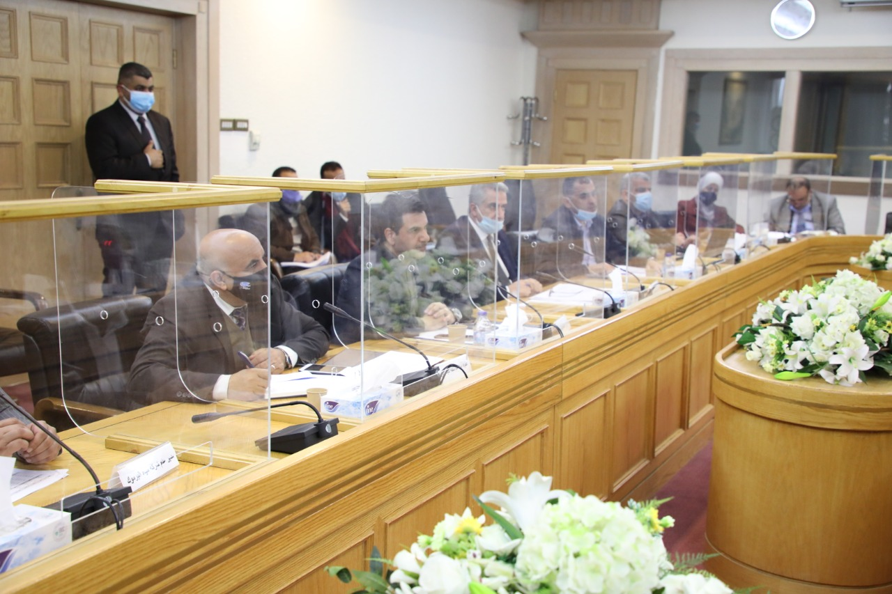 وزير المياه والري يلتقي اللجنة المالية والاقتصادية للاعيان