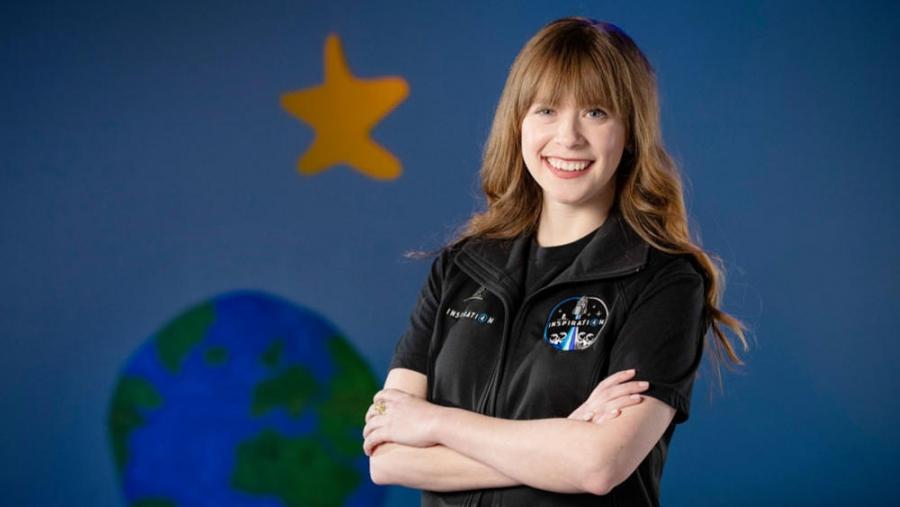 أصغر رائدة فضاء أمريكية.. تنضم لرحلة «سبيس إكس» الافتتاحية