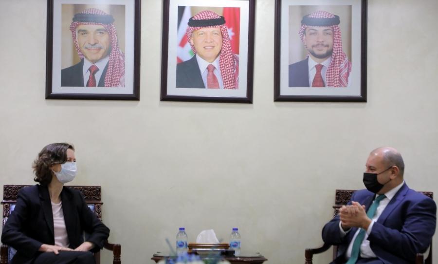 رئيس مجلس النواب يلتقي السفيرة البريطانية