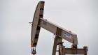 النفط يواصل مكاسبه.. وبرنت يصعد 0.8 إلى 64.6 دولار