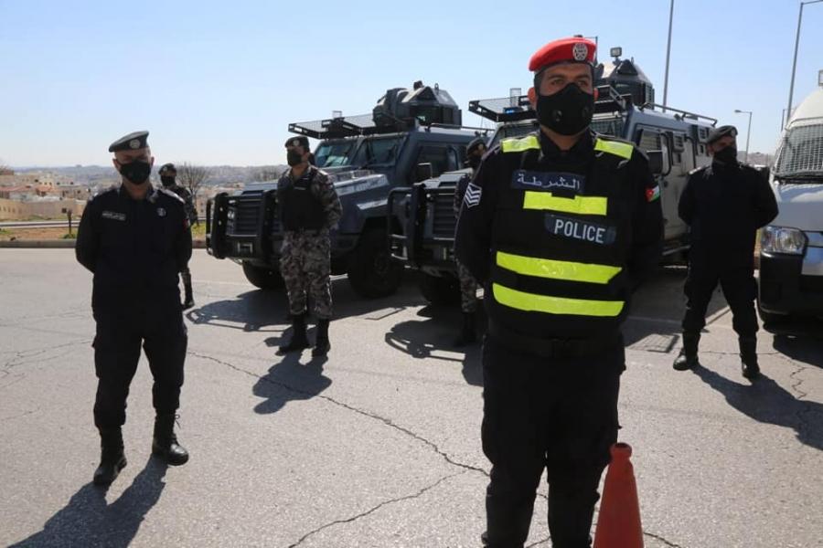 نشامى الامن العام ينفذون مهامهم لإنفاذ أوامر الدفاع وتطبيق الحظر الشامل