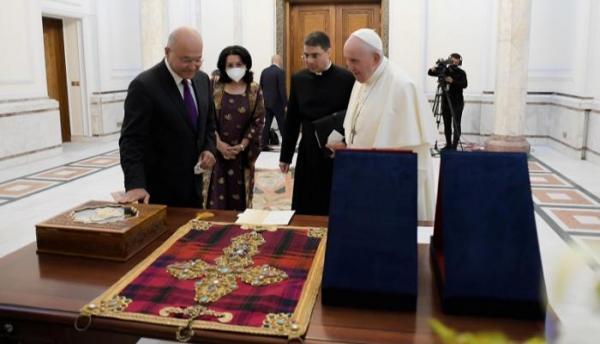 هدية العراق إلى البابا فرنسيس .. قطعة لا مثيل لها في العالم