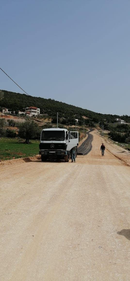 بلدية عجلون تواصل تجهيز عدد من الشوارع لأعمال الخلطة الاسفلتية
