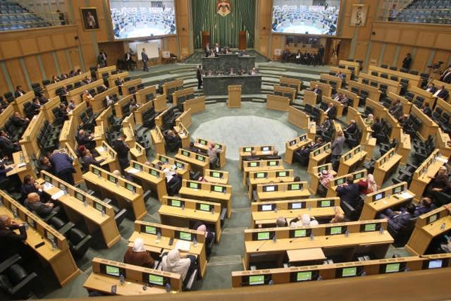95 نائبا يطالبون بتقليص ساعات الحظر في رمضان