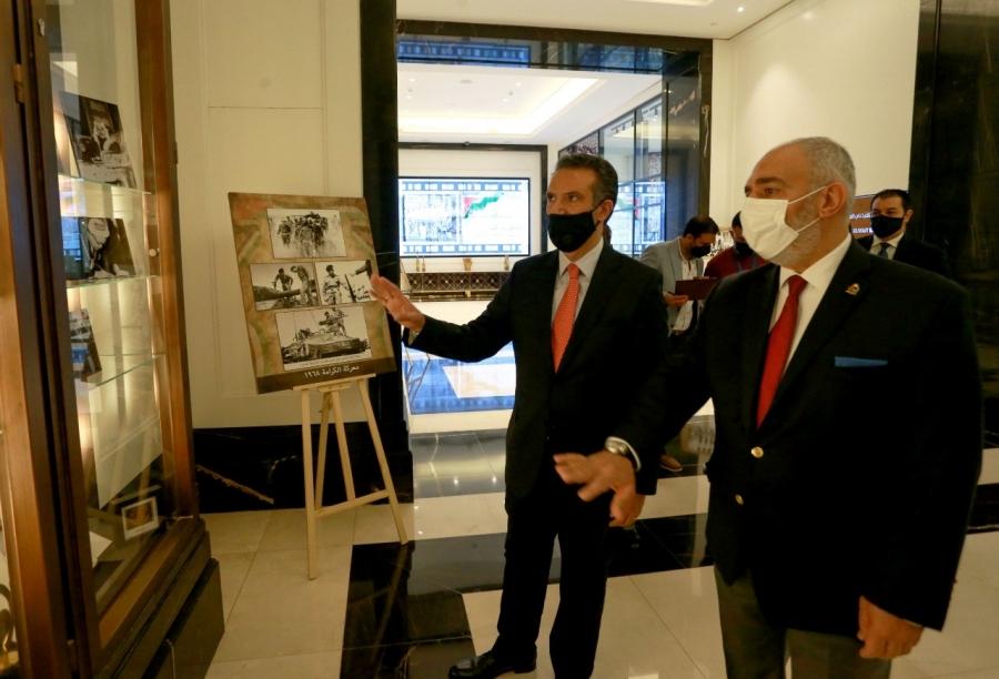 وزير السياحة والآثار يفتتح معرض صور مراحل تأسيس الدولة الأردنية