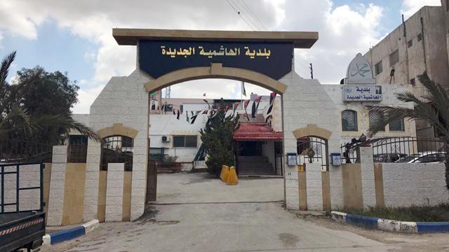 بلدية الهاشمية تبدأ حملات الرش الدخاني والسائل لمناطقها
