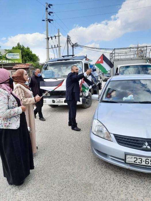 الأغوار الشمالية حملات لتوزيع العلم الأردني احتفاء بالمئوية
