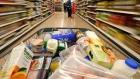 السوق المحلية تعج بمخزون وفير من المواد الغذائية والاساسية