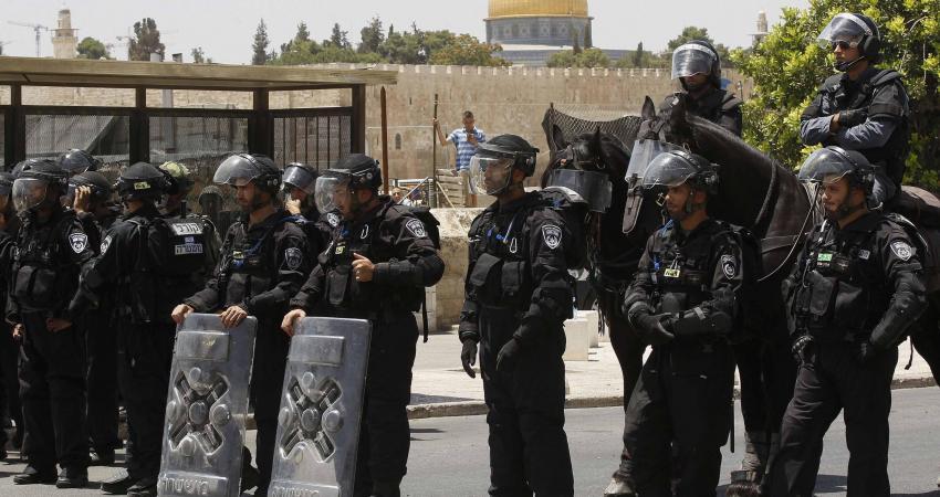 قوات الاحتلال تعتقل فلسطينيين وتعيق وصولهم إلى الاقصى