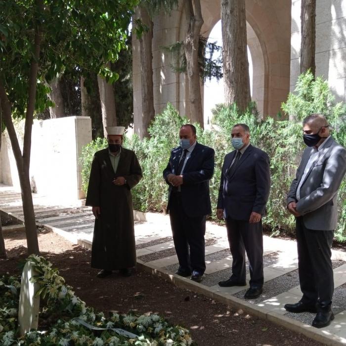 رئيس جامعة العلوم الإسلامية يزور ضريح الأمير محمد