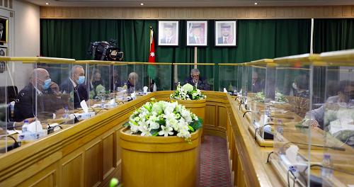 سياحة الأعيان تبحث جهود وزارة السياحة للنهوض بالقطاع