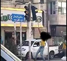 القبض على شخص ظهر بفيديو وهو يحطم اشارة ضوئية في عجلون