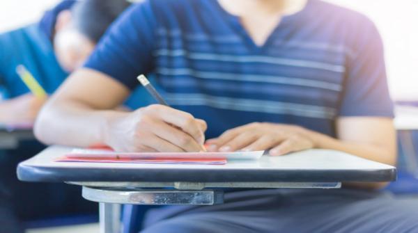 ابوقديس امتحانات التوجيهي موضوعية باستثناء العربي والإنجليزي والرياضيات