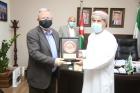 رئيس جامعة البترا يكرم الملحق  الثقافي السابق لسلطنة عُمان الشقيقة