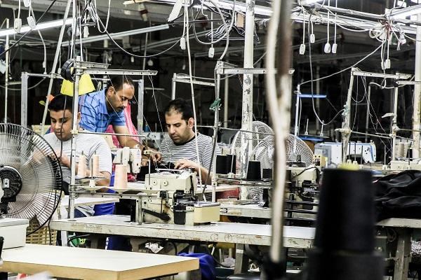 غزة استمرار الإغلاق ينذر بشلل المصانع