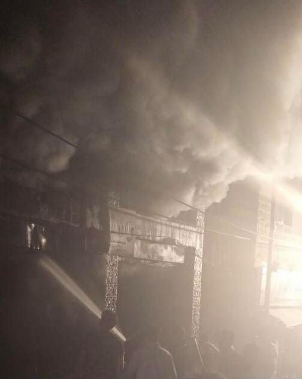 5 اصابات بحريق أكثر من محل تجاري في صويلح