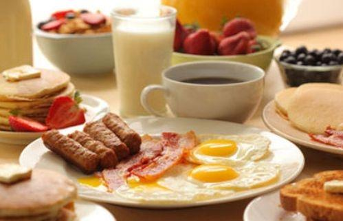 أطعمة لا يجب تناولها على الفطور في الطقس الحار