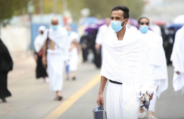 حجاج بيت الله الحرام ينفرون إلى مزدلفة بعد وقوفهم على صعيد عرفات