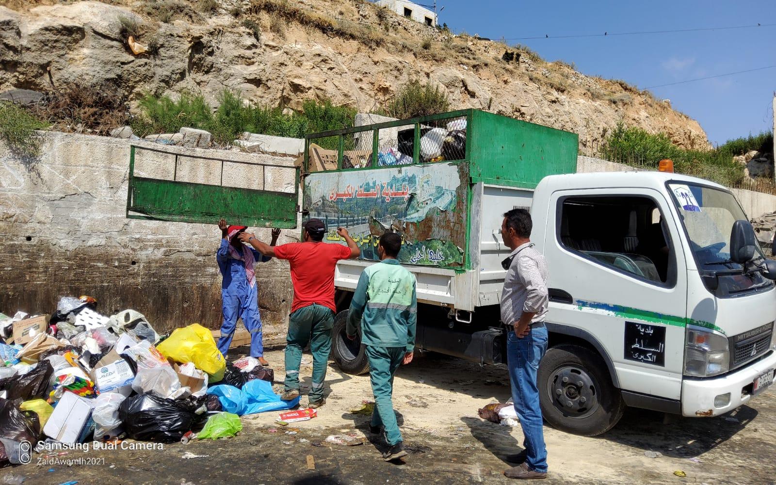 بلدية السلط ترفع 260 طن نفايات في أول أيام عيد الأضحى المبارك