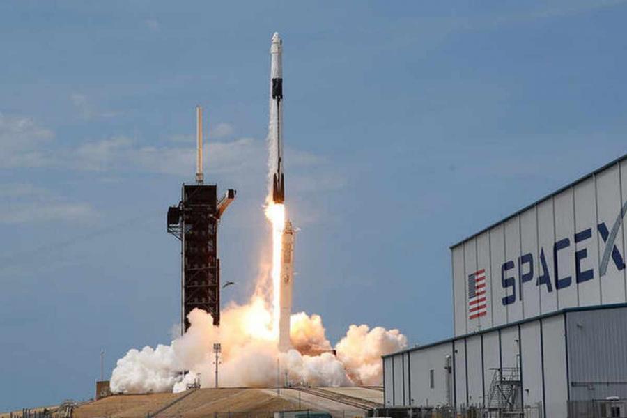 ناسا تختار سبايس اكس لرحلتها إلى أحد أقمار المشتري