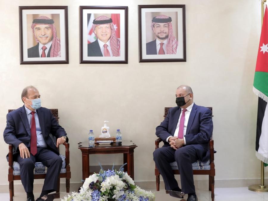 رئيس مجلس النواب يلتقي القائم بأعمال السفارة السورية