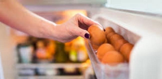 حقيقة صادمة.. احذروا من وضع البيض في باب الثلاجة