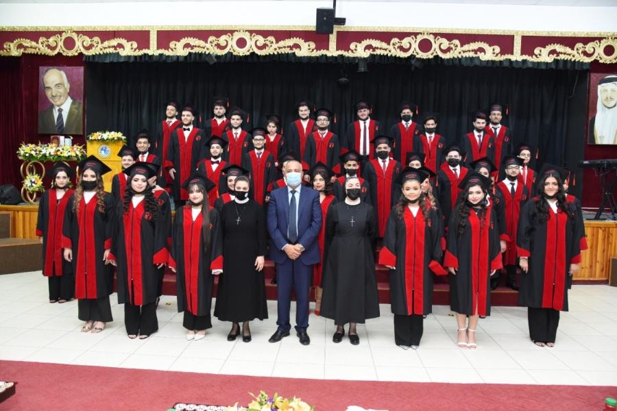 مدرسة راهبات الوردية بالعقبة تحتفل بتخريج فوج المئوية