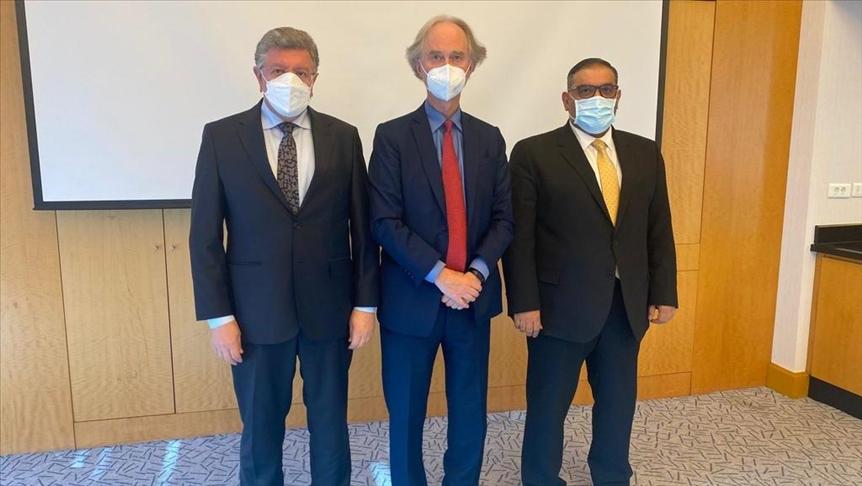 بيدرسون يلتقي قادة المعارضة السورية في اسطنبول