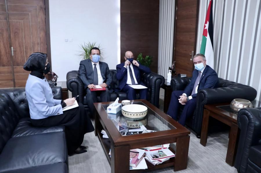 النابلسي يلتقي السفير التونسي