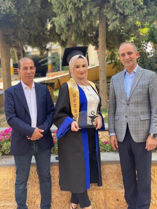 تبارك ثامر النعيمي الف مبروك التخرج