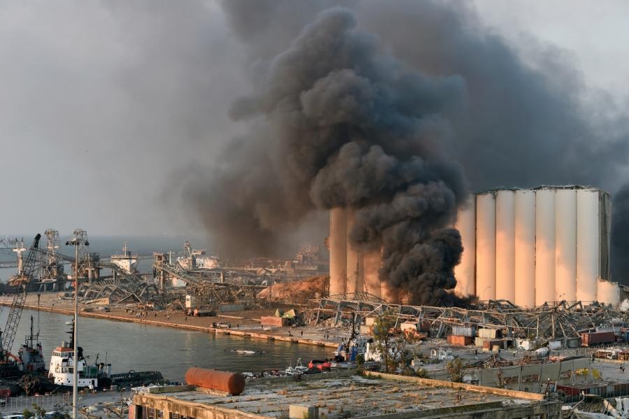 لبنان توقف التحقيق بانفجار مرفأ بيروت