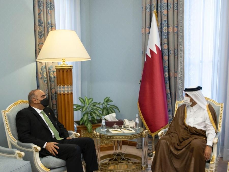 رئيس الوزراء يلتقي نظيره القطري