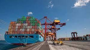 اقتصاديون دعم قطاع الشحن والتخليص يعزز التبادل التجاري مع دول الجوار