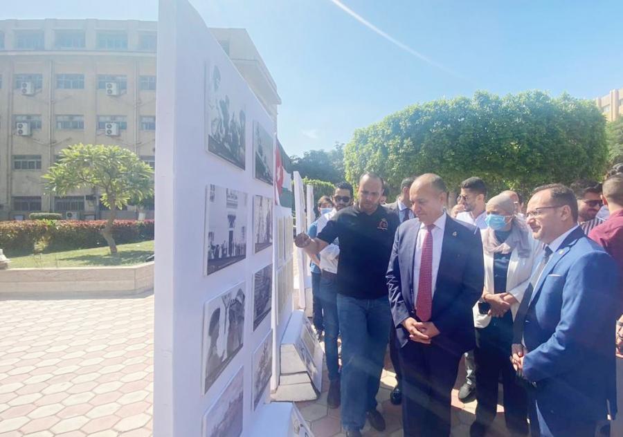 السفير العضايلة يفتتح معرضاً في جامعة القاهرة بمناسبة مئوية الدولة