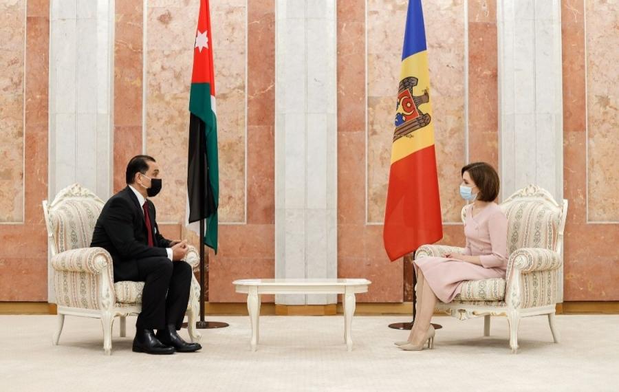 السفير القضاة يقدم أوراق اعتماده لرئيسة جمهورية ملدوفا