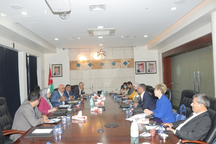 المعايطة وبني مصطفى يلتقيان عدداً من الإعلاميين في رئاسة الوزراء