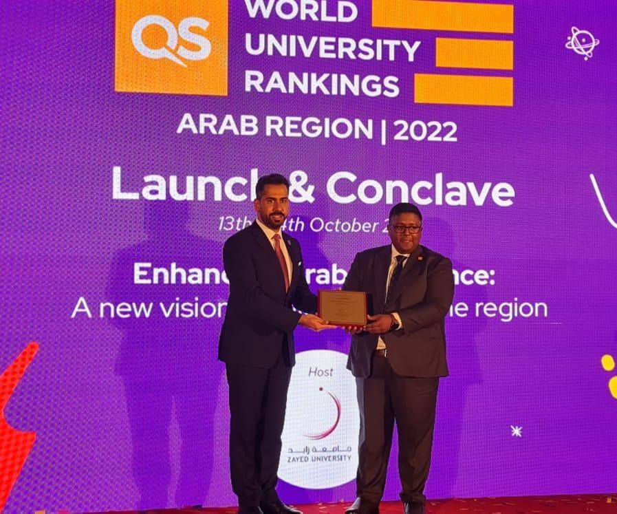 كيو أس تكرّم الدكتور أنس السعود مساعد رئيس عمان الأهلية للشؤون الخارجية